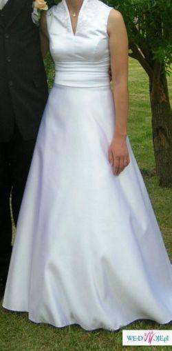 Elegancka, klasyczna suknia ślubna