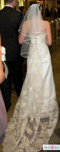 Elegancka koronkowa suknia Carmen