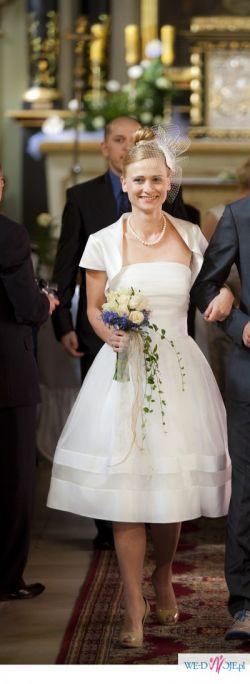 Elegancka krótka suknia ślubna! Zobacz sama!