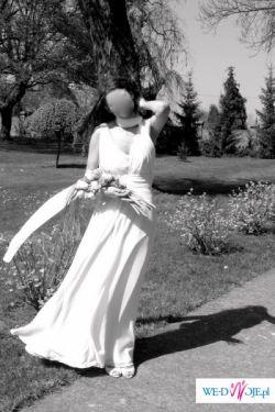 elegancka prosta suknia ślubna