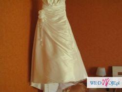 Elegancka, prosta suknia ślubna z różami