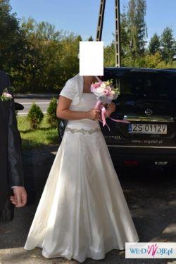 Elegancka, skromna i wygodna suknia ślubna