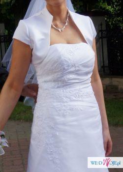 Elegancka, skromna suknia ślubna
