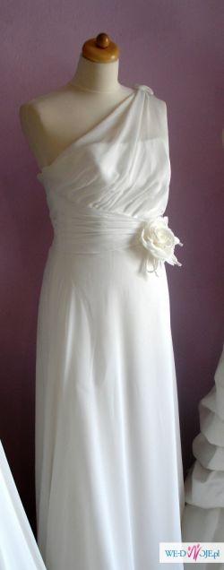 Elegancka, skromna włoska suknia ślubna