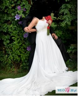 Elegancka suknia ślubna z muślinu
