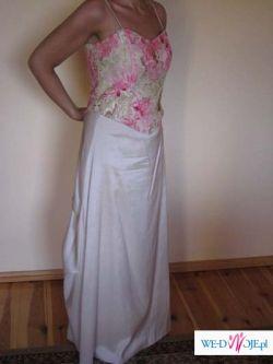 Elegancka suknia wieczorowa o oryginalnym fasonie