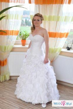 Falbankowa Suknia Ślubna