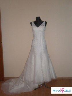 Hiszpańska koronkowa suknia ślubna