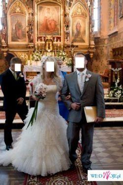 Hiszpańska suknia ślubna firmy Pronovias model Deusto