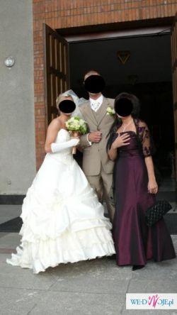 Imponujaca suknia ślubna