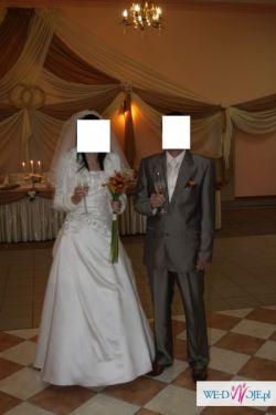 Jedwabna suknia ślubna zdobiona kamieniami swarovskiego