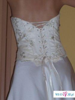 Klasyczna i elegancka suknia w kolorze ecri
