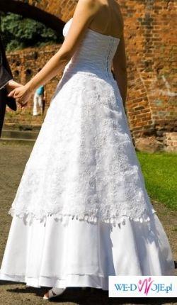 Klasyczna i skromna suknia ślubna w bardzo dobrym stanie