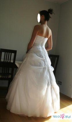 Klasyczna suknia ślubna w atrakcyjnej cenie