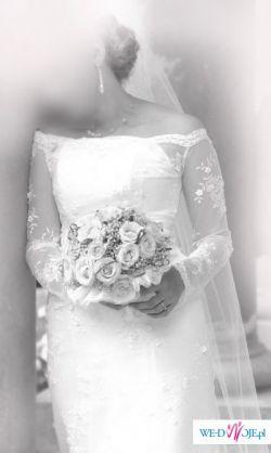 Koronkowa suknia oraz bolerko