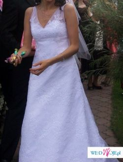 koronkowa suknia ślubna Earleen
