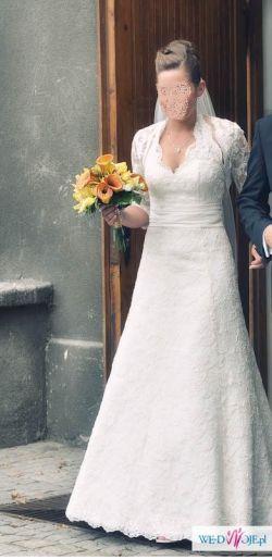 Koronkowa suknia ślubna z kokardą!