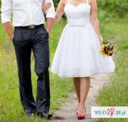 krótka i skromniutka suknia ślubna, a'la lata 50.