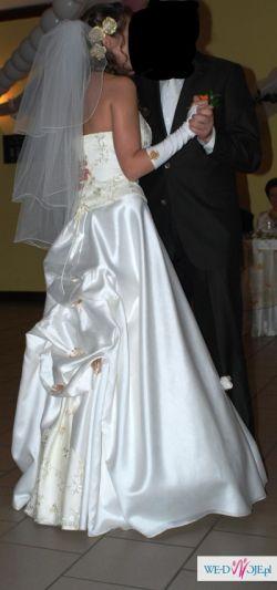 Kwiatowa suknia ślubna