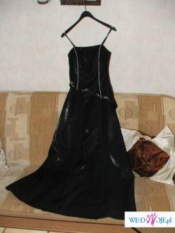 Ładna, czarna suknia wieczorowa