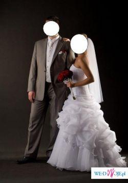 Mam do zaoferowania piękną białą suknię ślubną