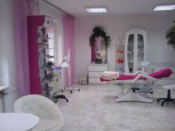 Manicure, makijaż i zabiegi kosmetyczne