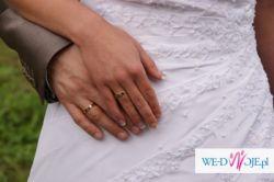 mieniąca się biała suknia ślubna