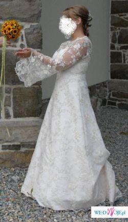 Młodzieżowa koronkowa suknia ślubna