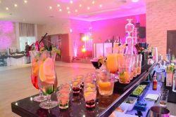 Mobilny bar z profesjonalną obsługą barmańską na Waszym weselu