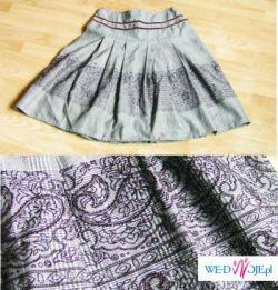 modna spódniczka z prasowanym jedwabiem