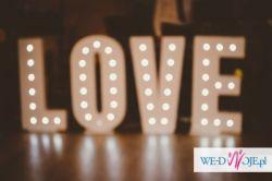 Napis LOVE - idealny dodatek na Twój ślub!