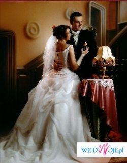 Niebanalna suknia kolor capuccino