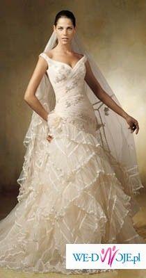 niepowtarzalna i zmysłowa suknia LAGAR z kolekcji Pronovians