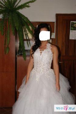 Niepowtarzalna suknia ślubna śnieżnobiała