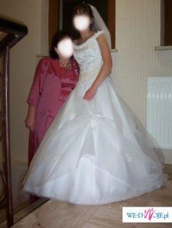 niepowtarzalna suknia z różyczkami