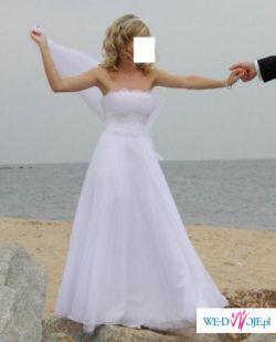 Niesamowita plisowana suknia ozdobiona kryształkami svarovskiego