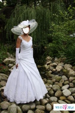 Niespotykana suknia ślubna + niepowtarzalne dodatki