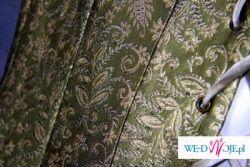 Nietypowa suknia (2 spódnice, halka, tren, gorset)