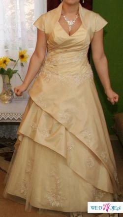 niezwykla suknia w kolorze capuchino