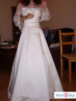 niezwykle elegancka skromna suknia ecru
