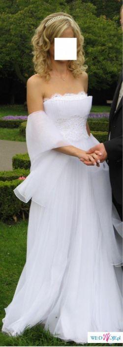 Niezwykle romantyczna i delikatna sukniaAgory zdobiona kryształkami svarovskiego