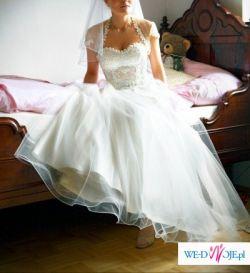niezwykle subtelna suknia slubna