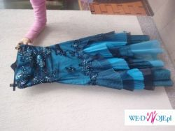 Nowoczesna i piękna suknia