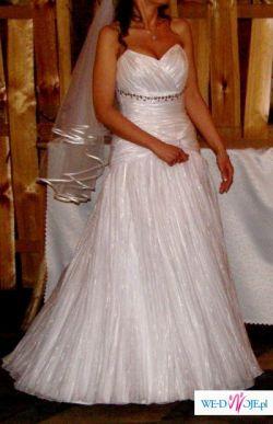 olśniewająca suknia tanio
