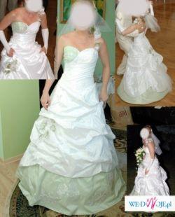 oryginalna bialo-pistacjowa suknia slubna