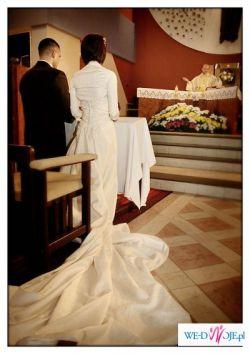 oryginalna,przepięknie zdobiona suknia ślubna z hiszpańskiej kolekcji