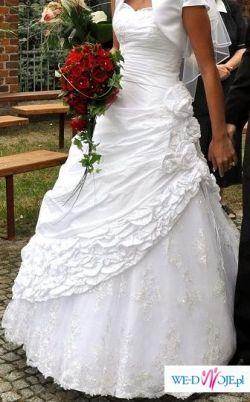 Piekna biała sukienka ślubna