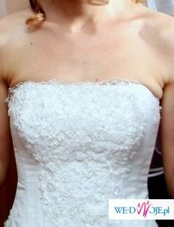 Piękna biała suknia dla szczupłej pani