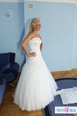 Piękna biała suknia ślubna