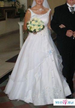 Piękna biała z błękitnym haftem!!!!!!!!!!